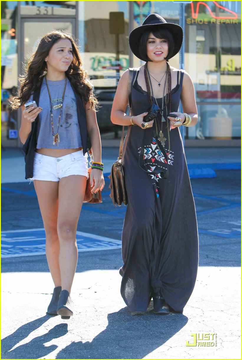 vanessa hudgens stella camera cuties 27