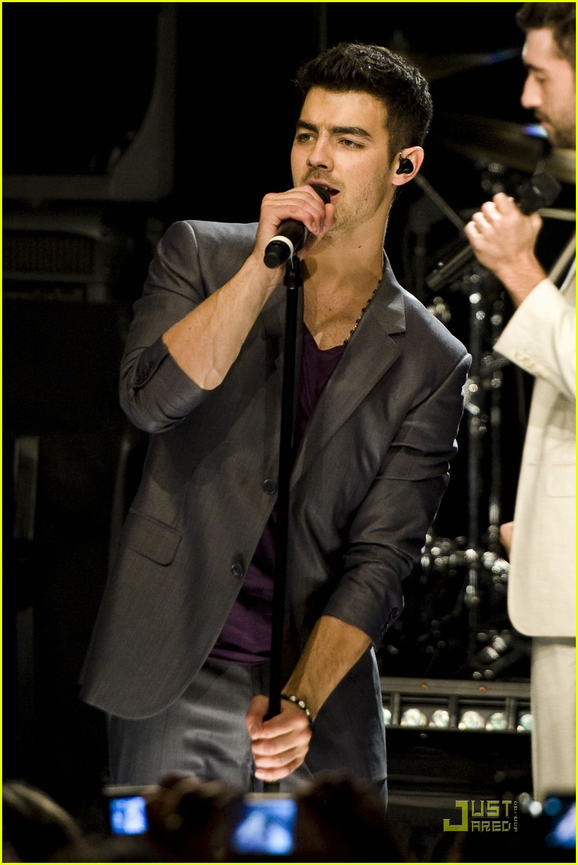 joe jonas heartradio nyc 03