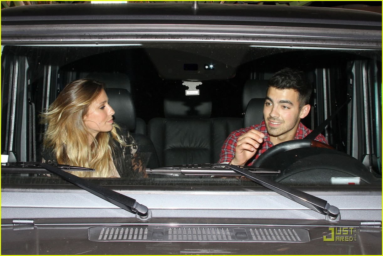 joe jonas susan fenigers dinner 08