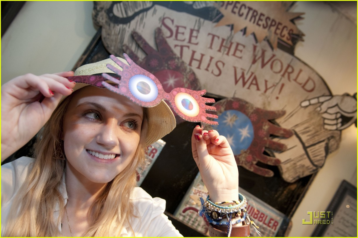 evanna lynch glasses 01