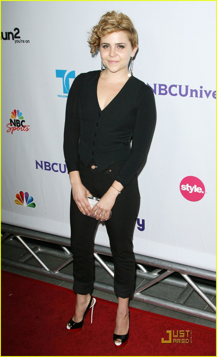 mae whitman nbc party 03