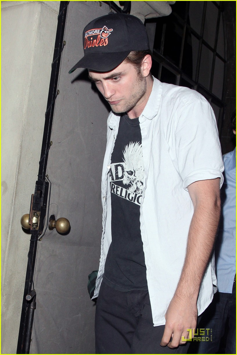 robert pattinson chateau tcas 01