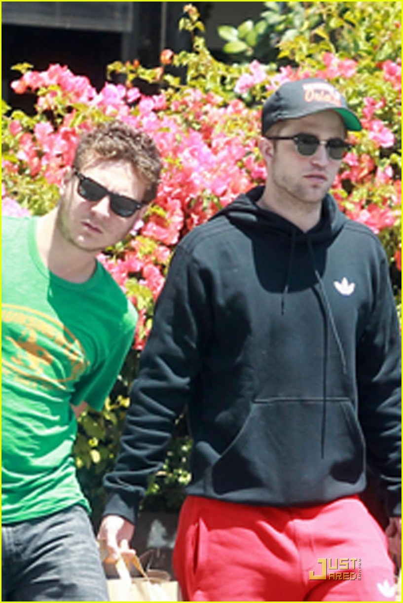 robert pattinson groceries 03