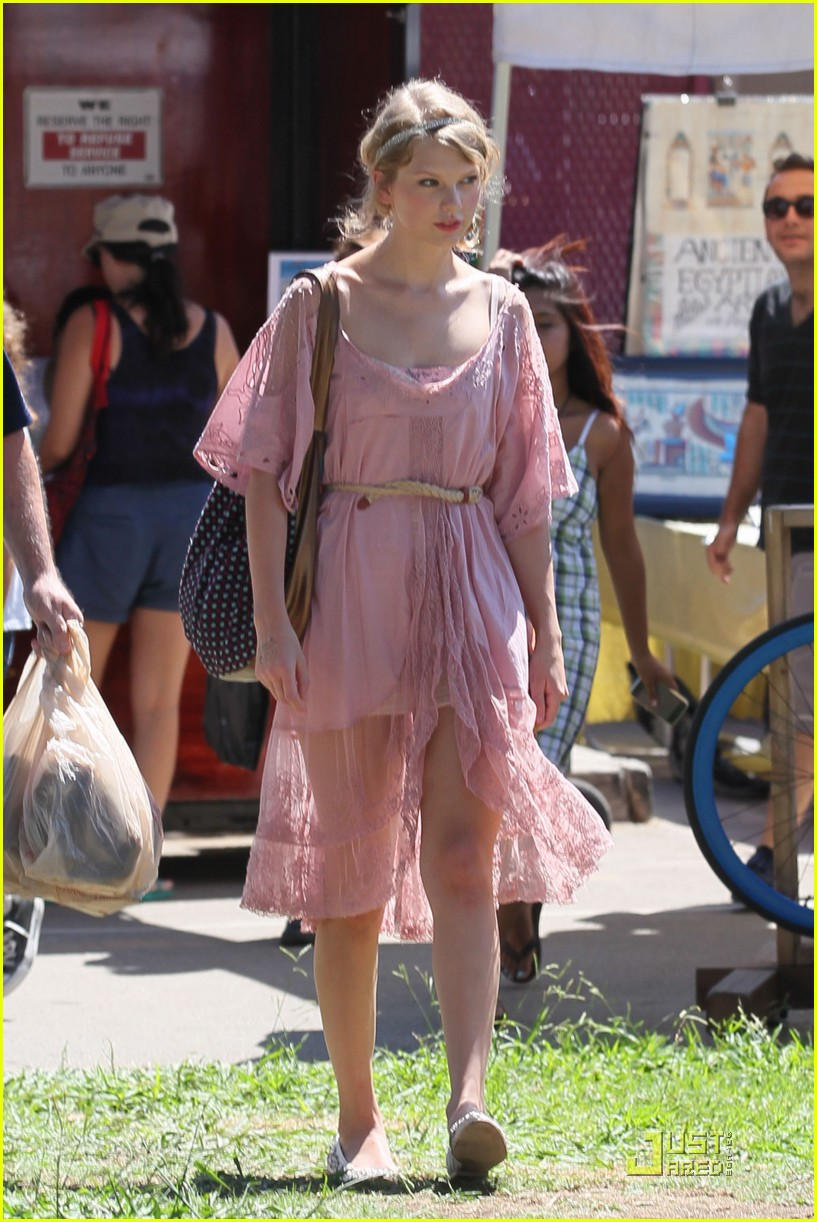 taylor swift flea market 11