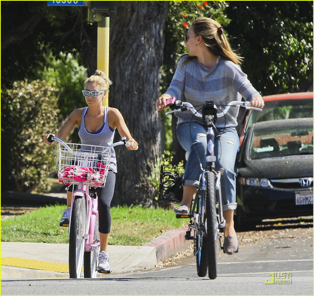 ashley tisdale haylie duff bikes 14
