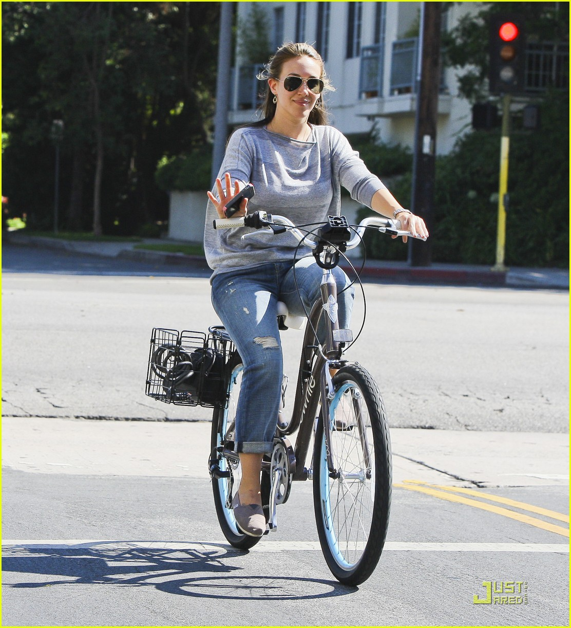 ashley tisdale haylie duff bikes 15