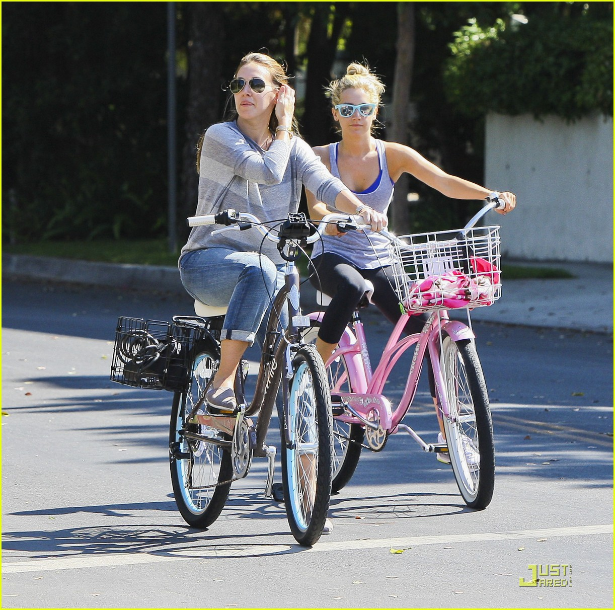 ashley tisdale haylie duff bikes 19