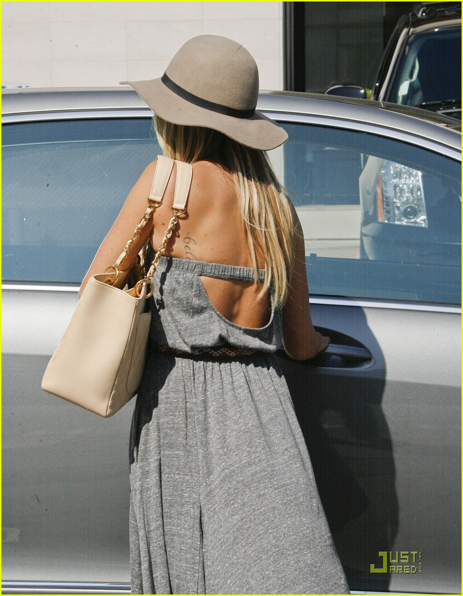ashley tisdale shopping hat 12