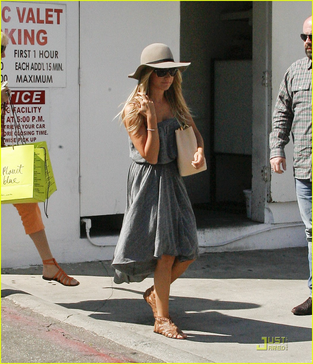 ashley tisdale shopping hat 14