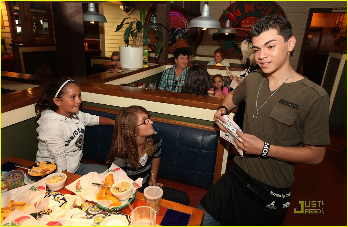 adam irigoyen chilis server 12