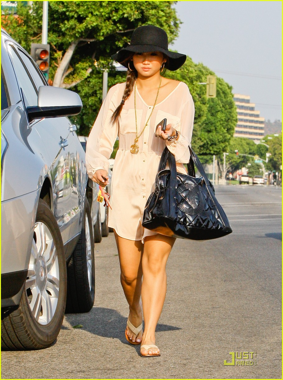 brenda song errands sat 08