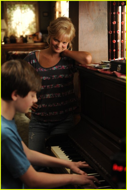 greyson chance raising hope stills 02