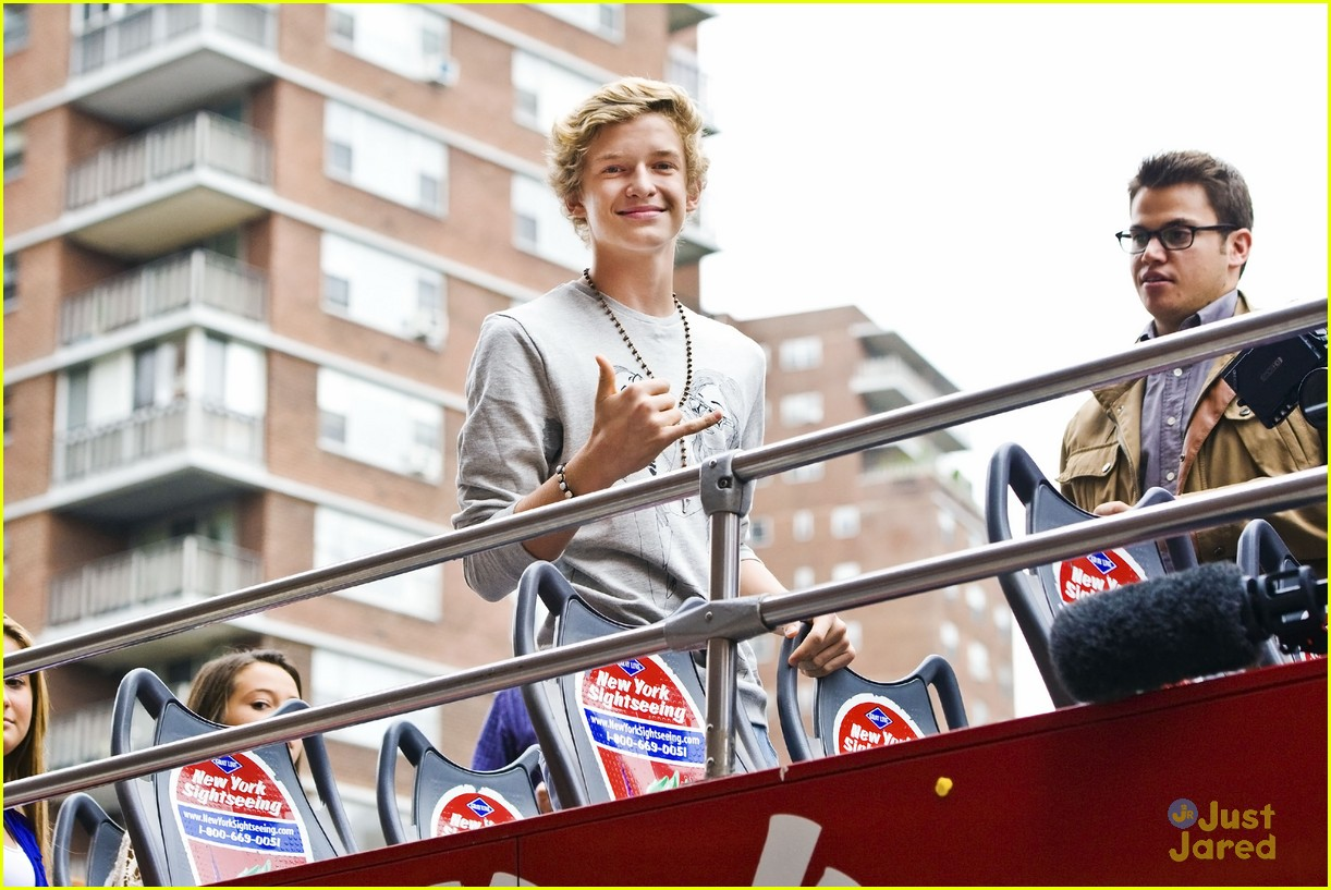 cody simpson bus nyc 04