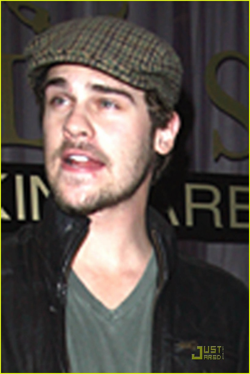 grey damon cap 02