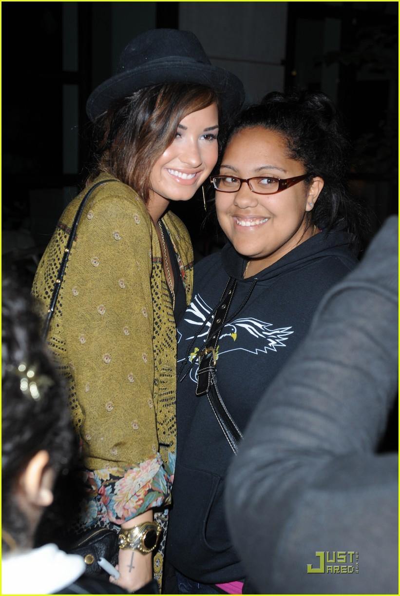 demi lovato best buy 02
