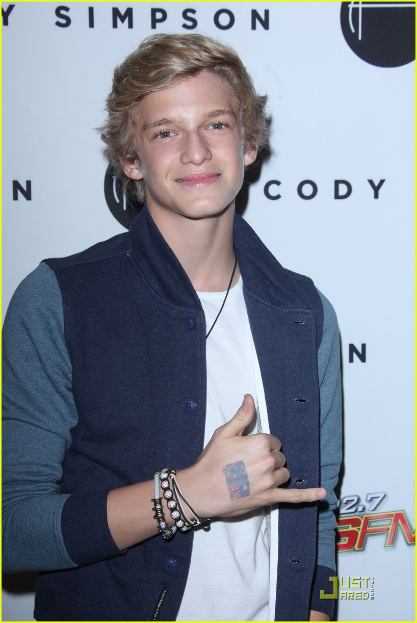 Hailee Steinfeld: Cody Simpson Release Party! | Photo 437588 - Photo ...