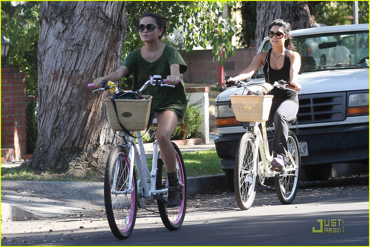 vanessa hudgens bike ride 15