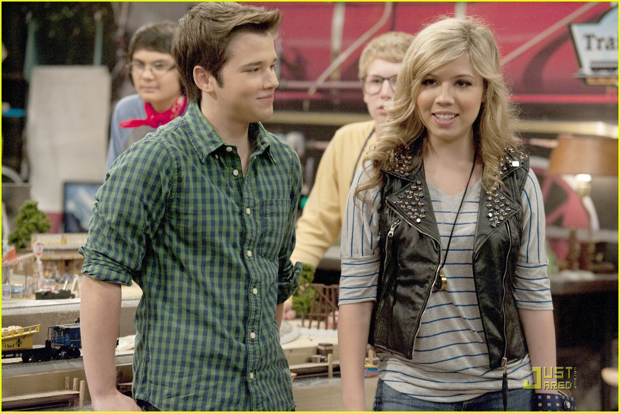 icarly dating rumors The demise of the hit nickelodeon show victorious has been the subject of lots of rumors and innuendos in the years since it ended and victoria justice says the rumors are bs if you're not a 14-year-old girl victorious was a show that aired on nickelodeon from march 2010 until february.