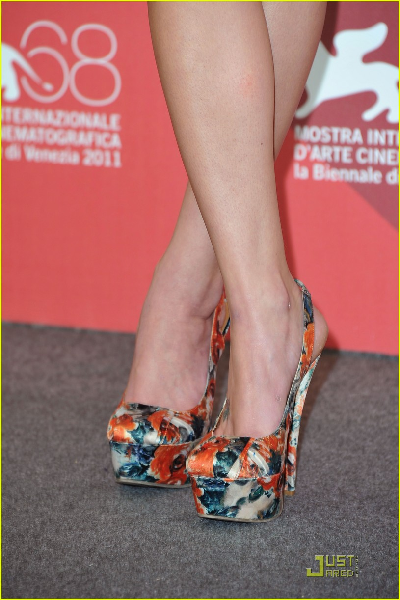 kaya scodelario wuthering venice 12