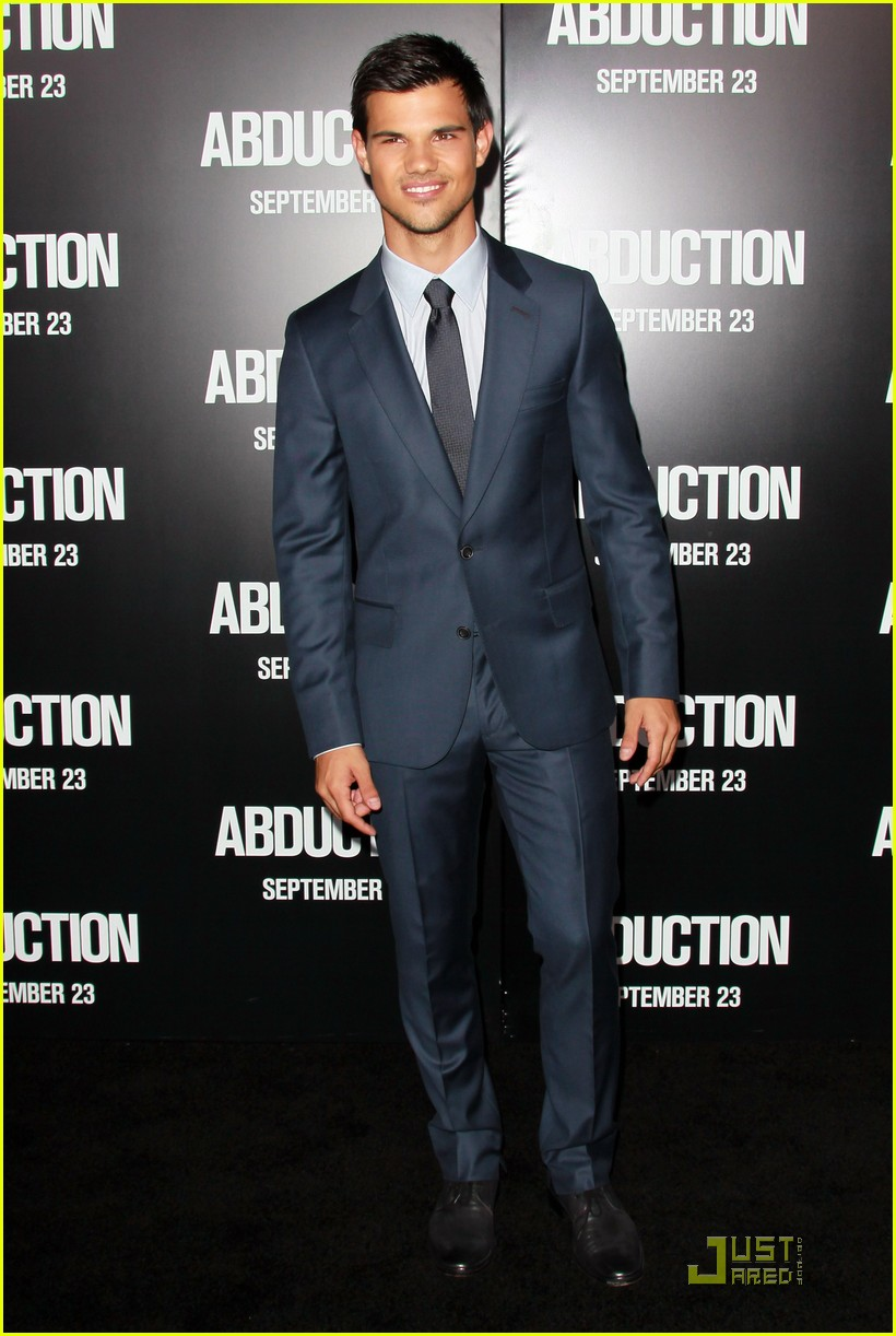 taylor lautner abduction premiere 05