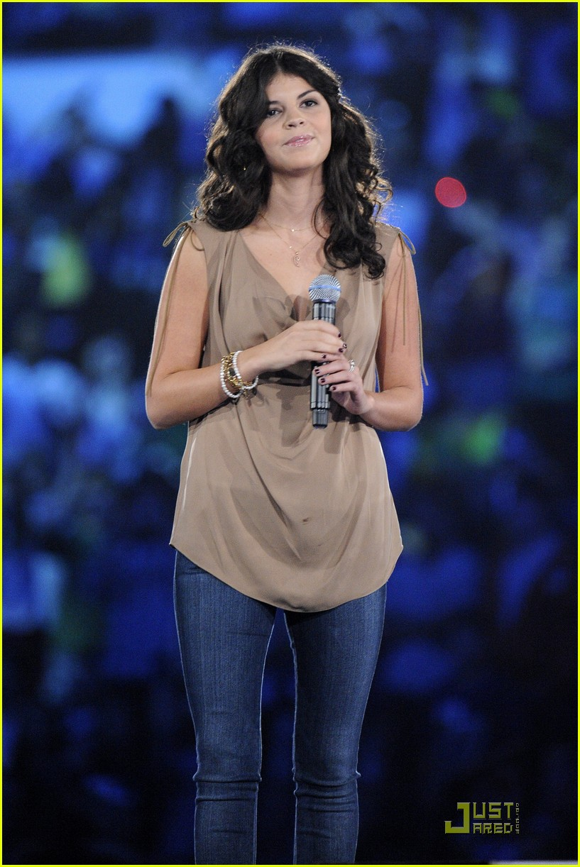 nikki yanofsky we day 05
