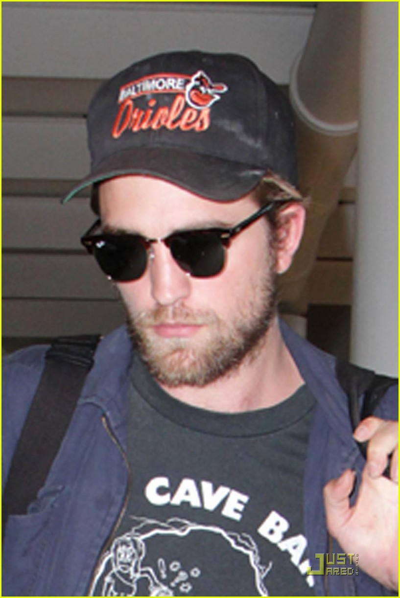 rob pattinson leaving to 01
