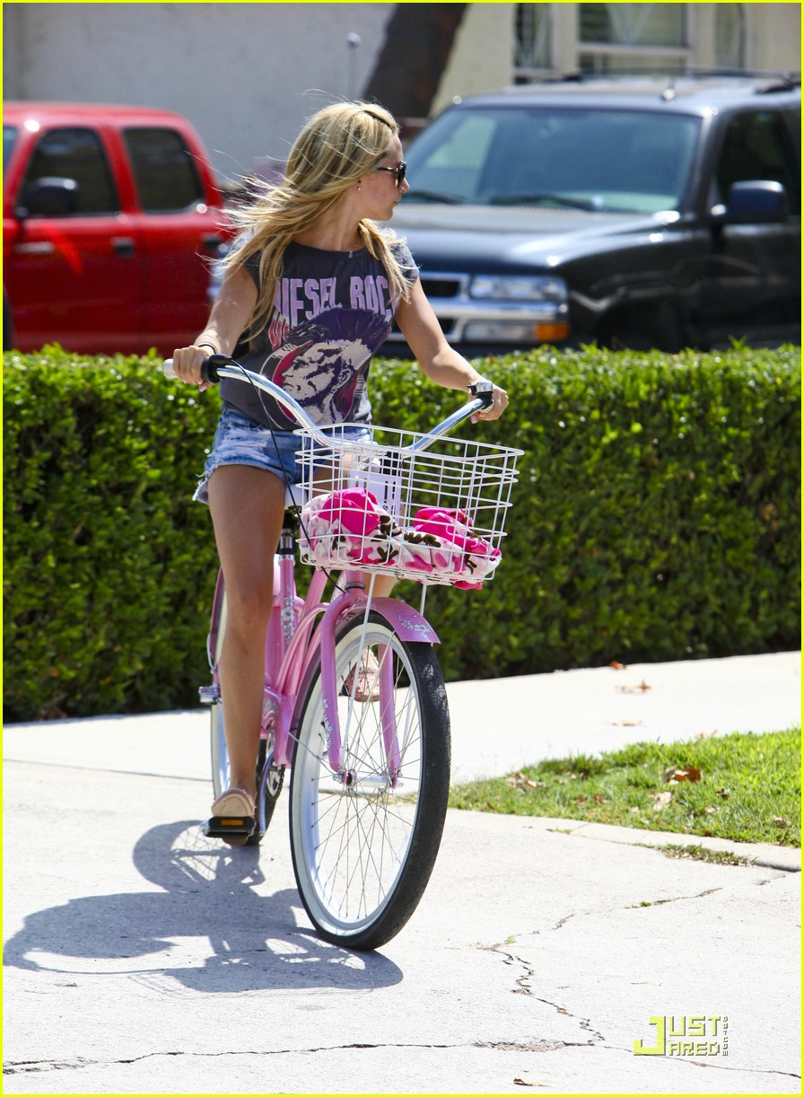 ashley tisdale bike ride 07