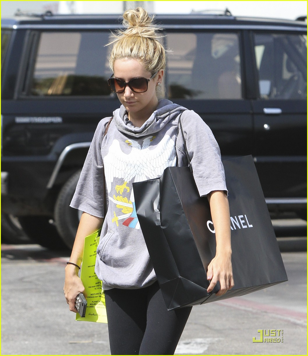 ashley tisdale chanel shopper 05