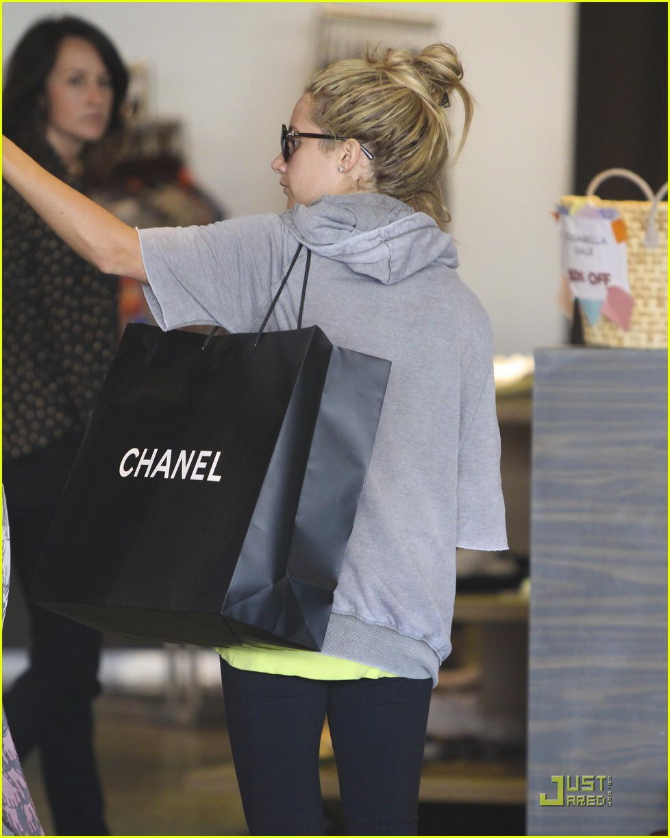 ashley tisdale chanel shopper 07