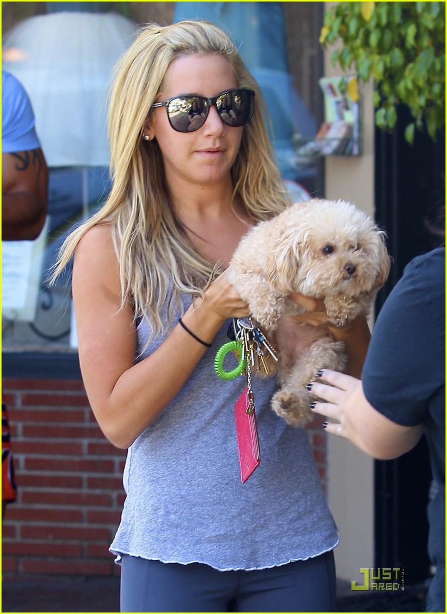 ashley tisdale maui haircut 01