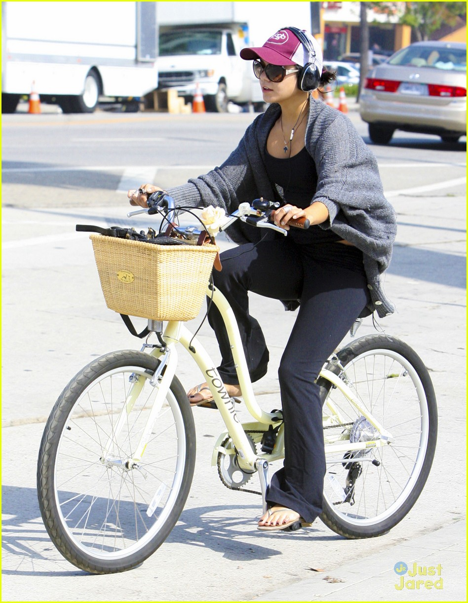 vanessa hudgens cycle workout 06