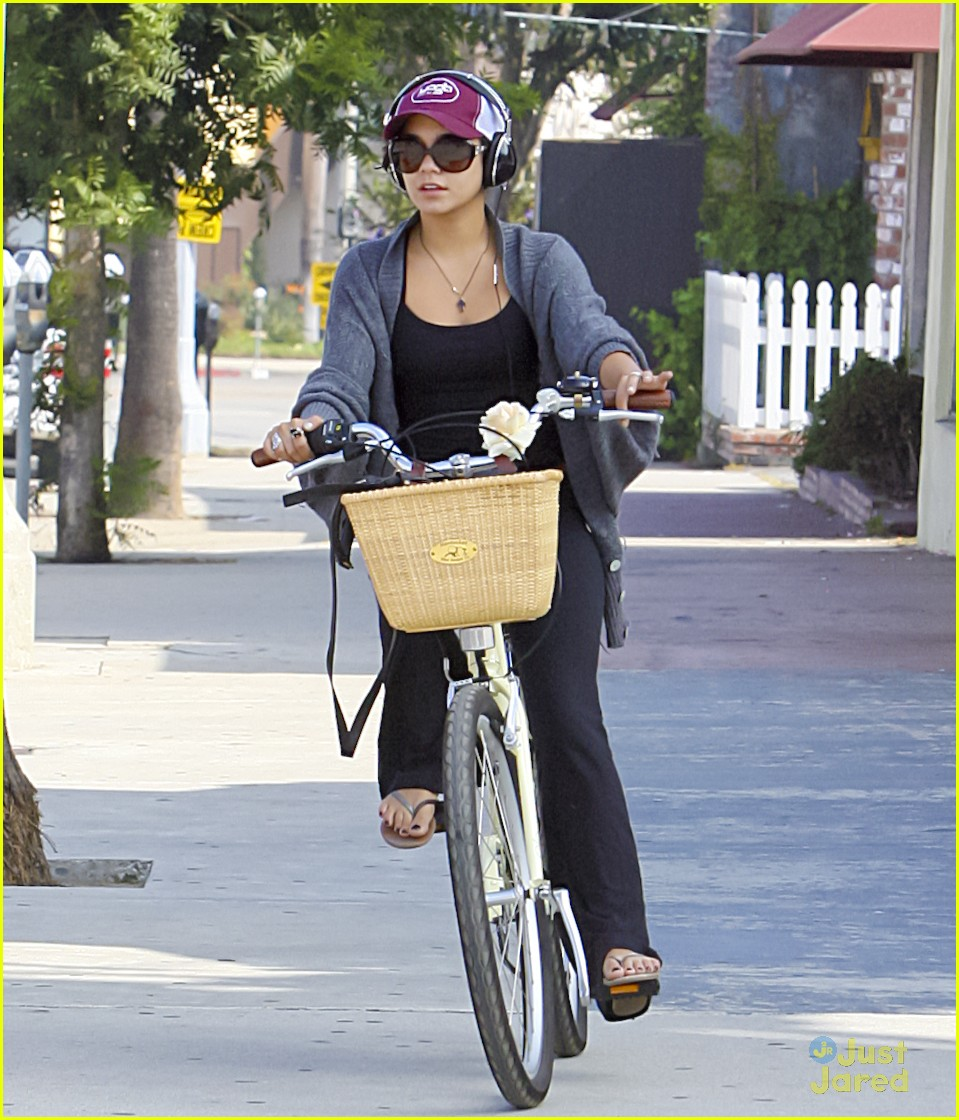 vanessa hudgens cycle workout 07