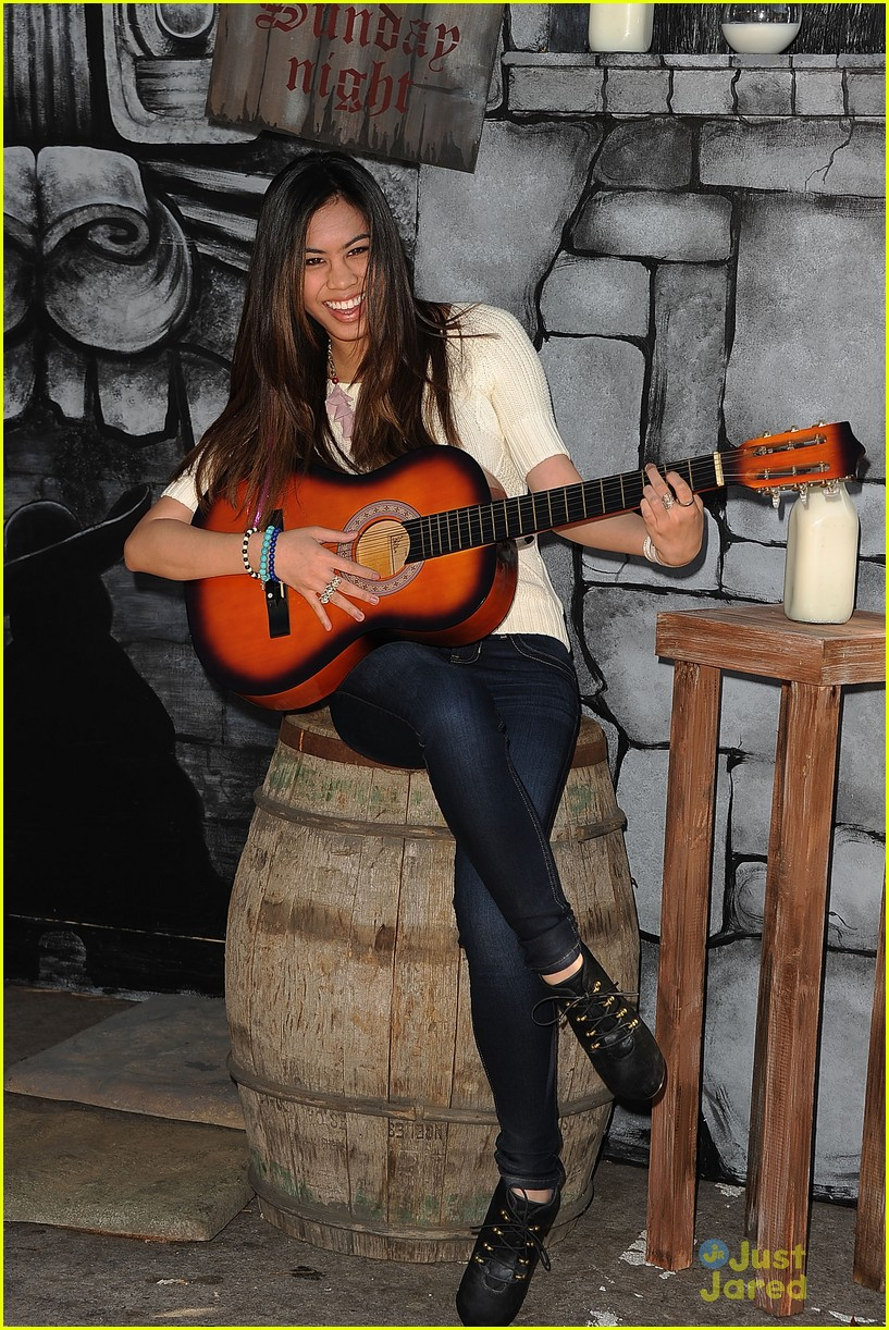 ashley argota puss boots 01