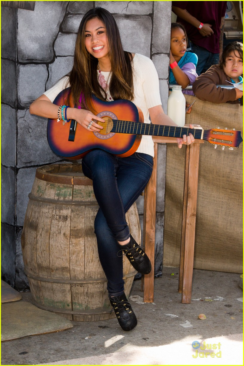 ashley argota puss boots 07
