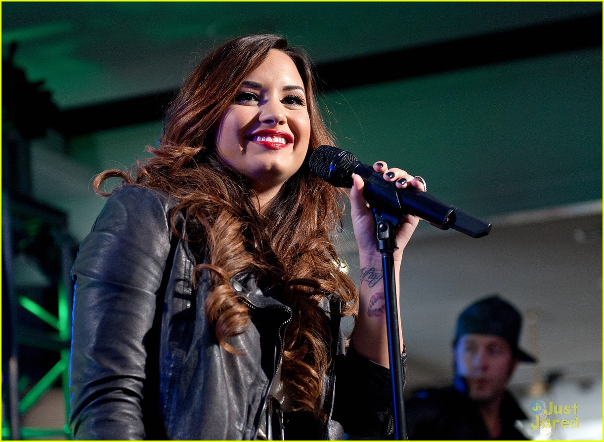 demi lovato z100 jingle ball 01