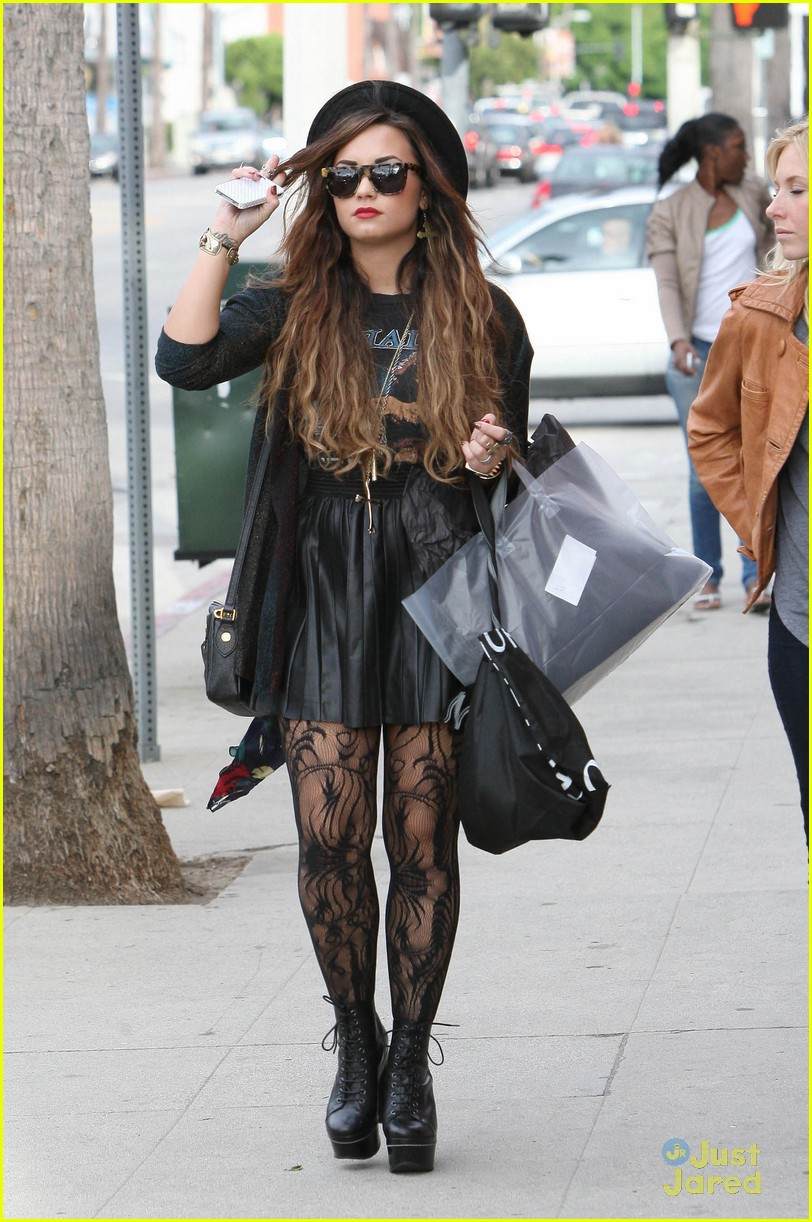 demi lovato shopping urban 12