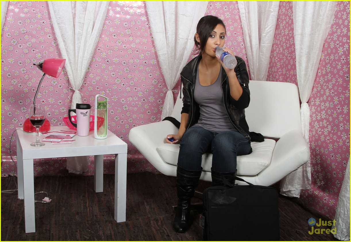 francia raisa gifting services 20