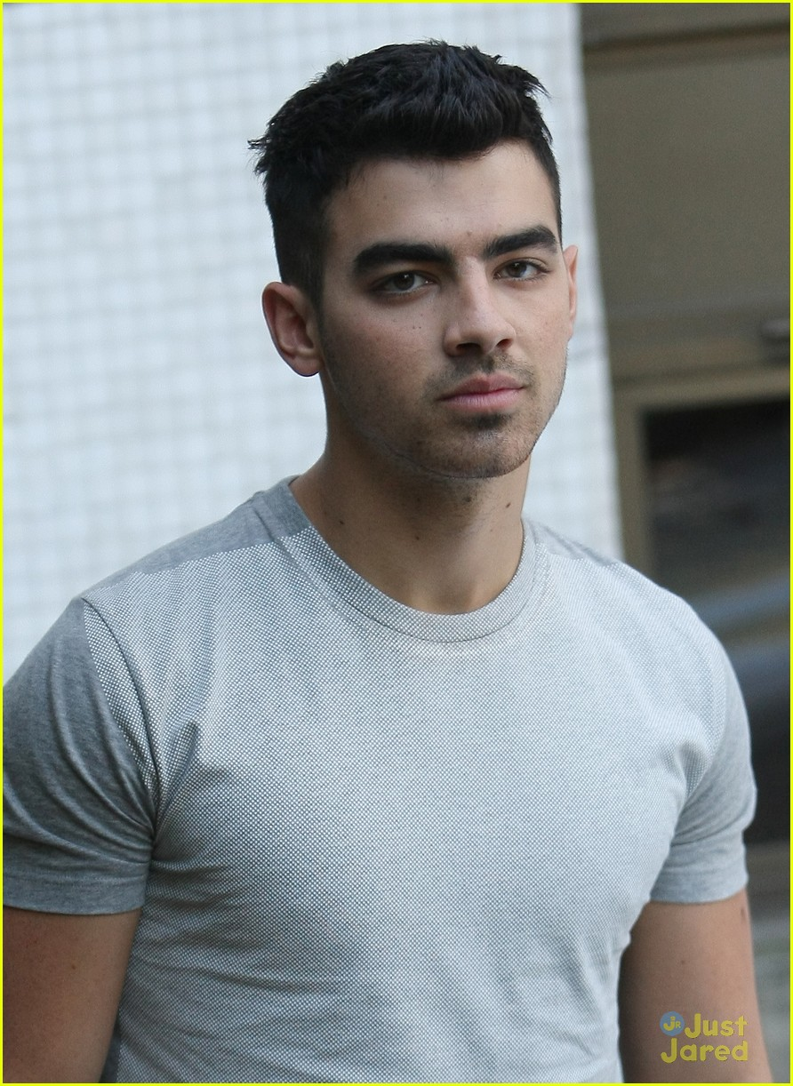 joe jonas itv daybreak 01