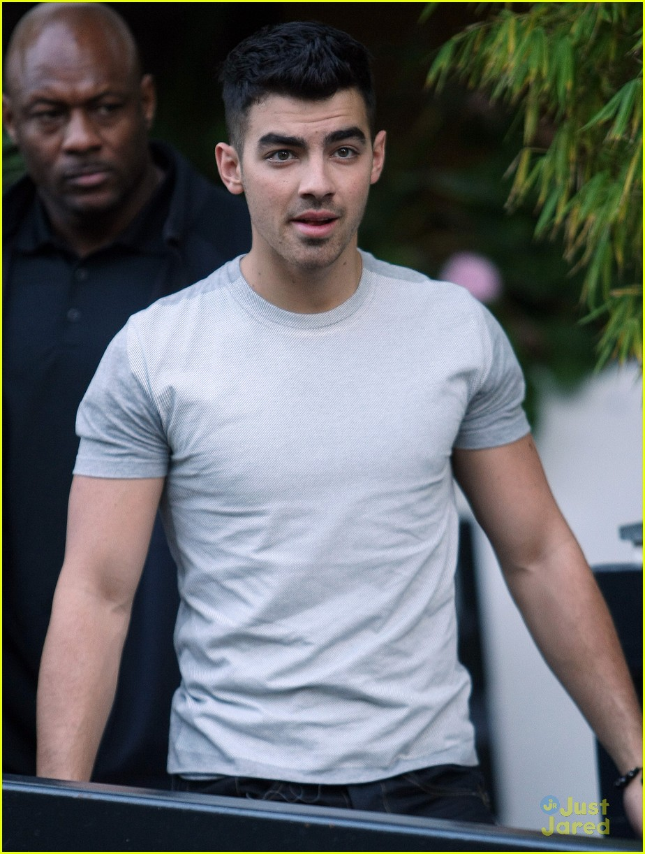 joe jonas itv daybreak 09