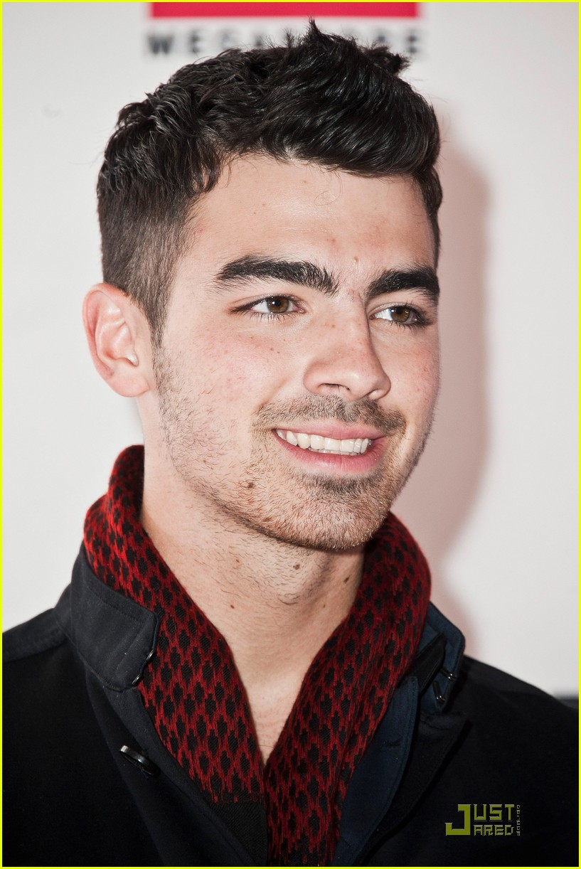 joe jonas virgin megastore france 01