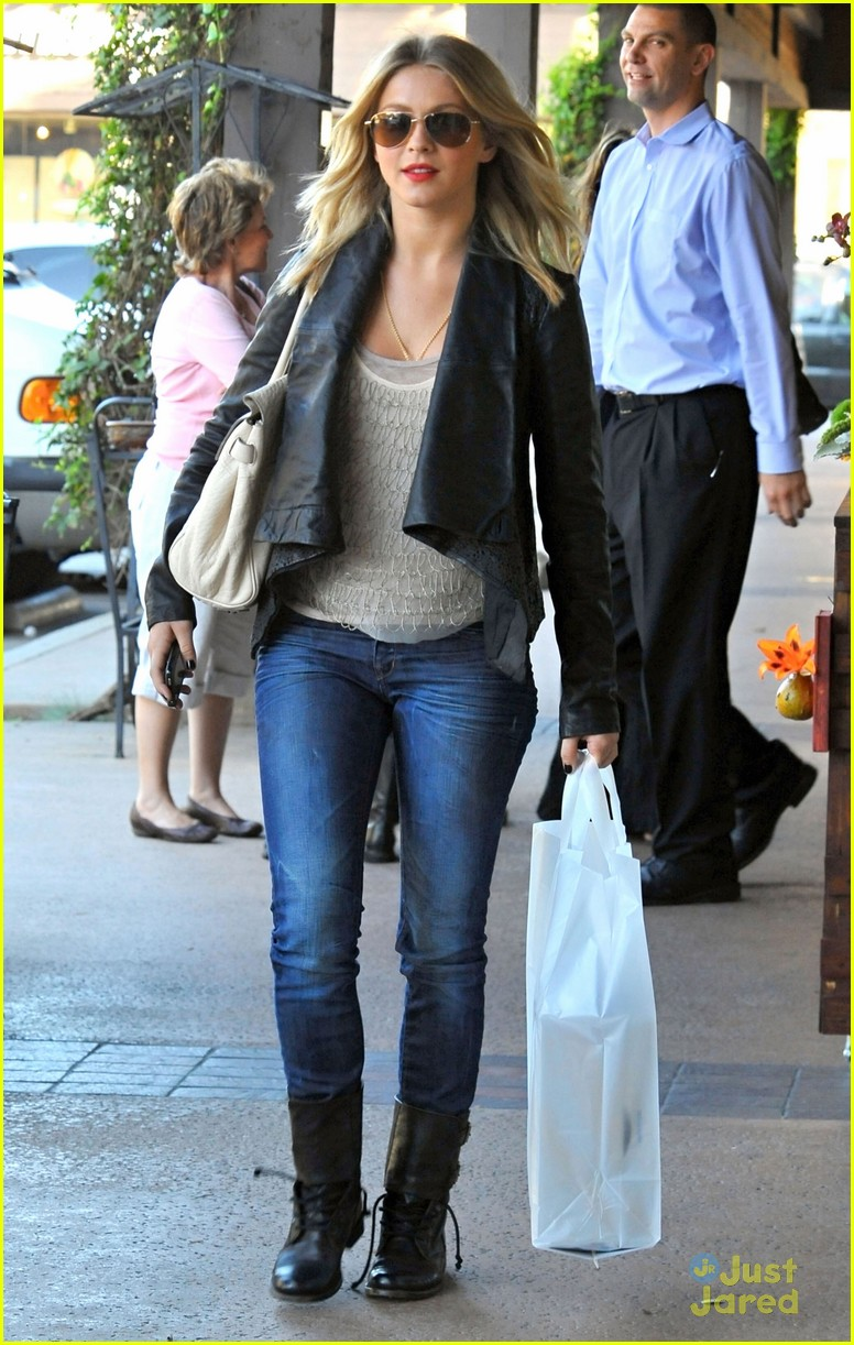 julianne hough shopping shoes 01