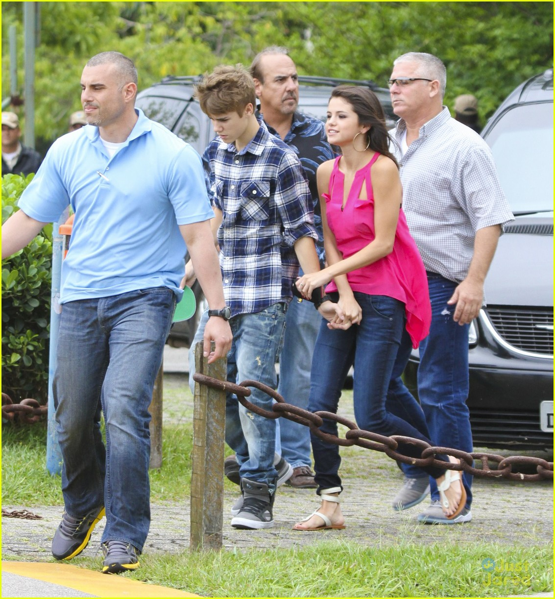 selena gomez justin bieber helicopter brazil 01