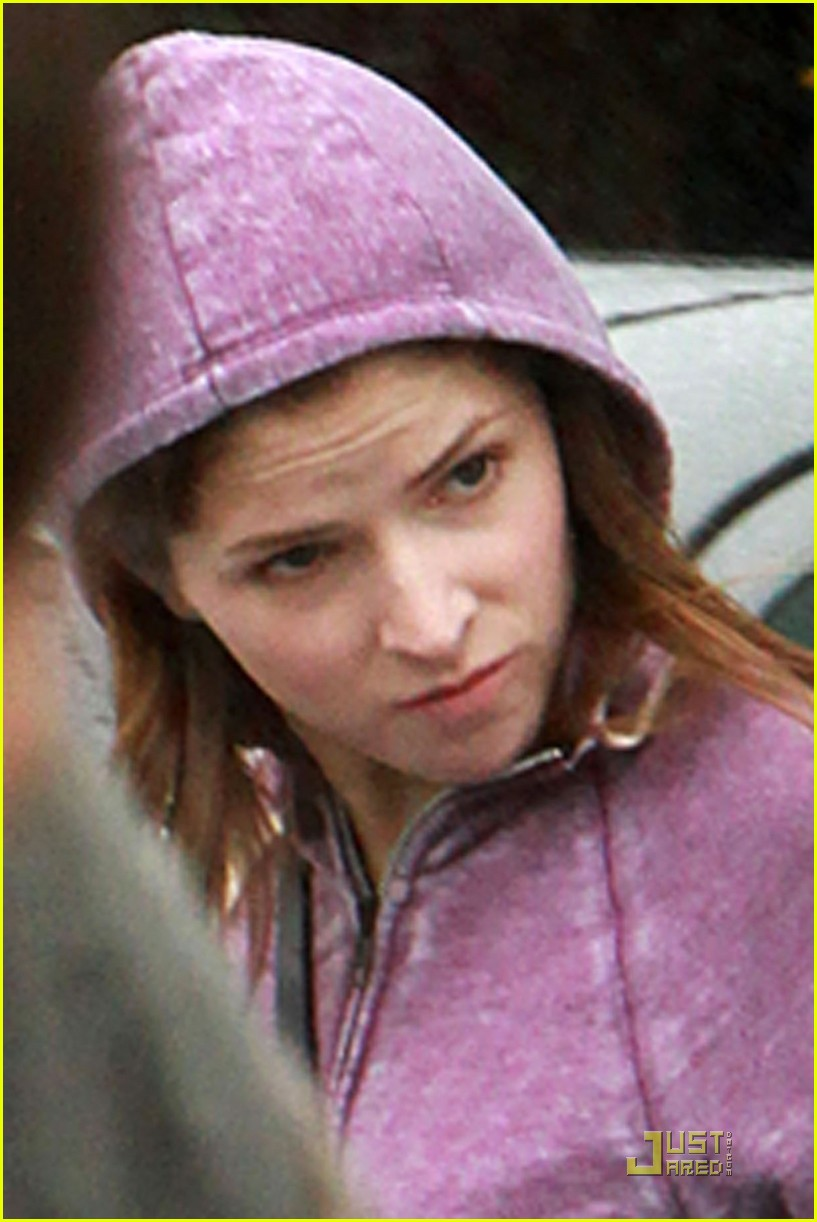 anna kendrick rain run 02