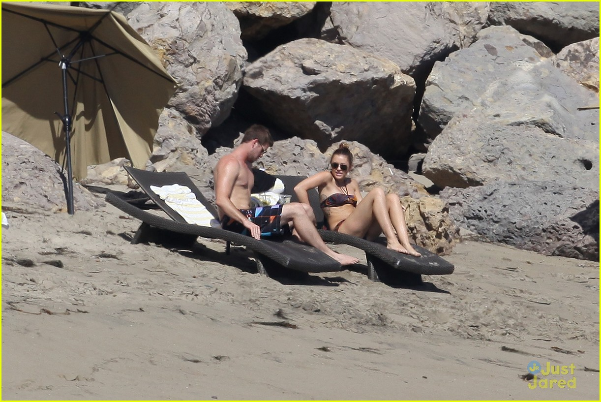 miley cyrus liam hemsworth malibu 14