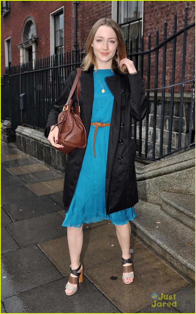 saoirse ronan blue dress 02