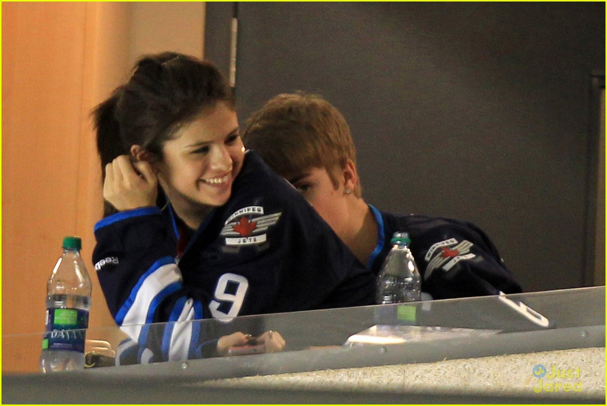 selena gomez justin bieber hockey game 16