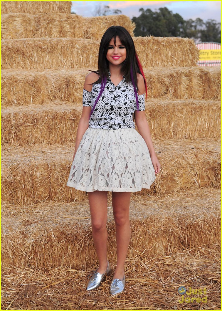 selena gomez pumpkin patch 07
