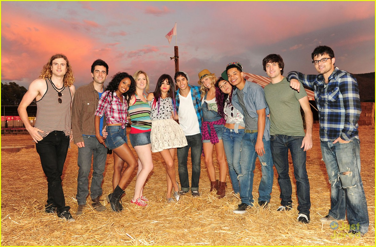 selena gomez pumpkin patch 09