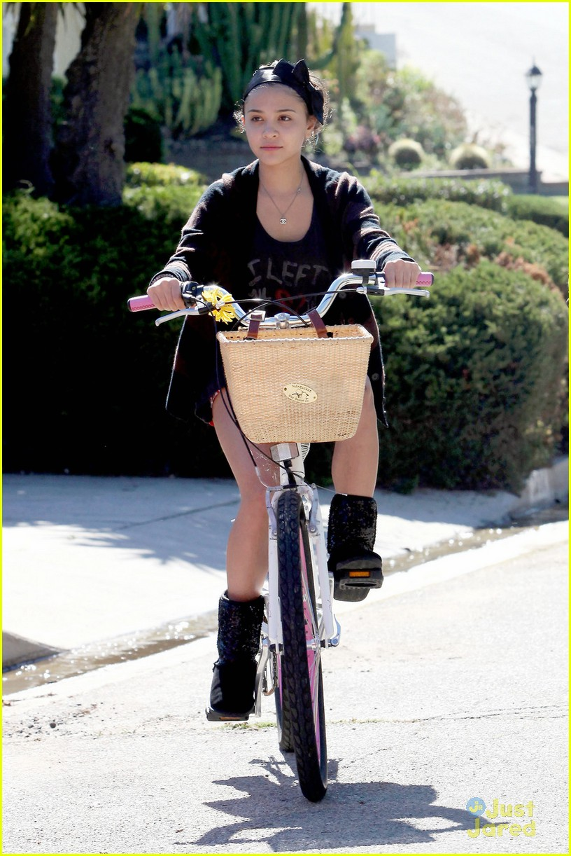 stella hudgens sammi hanratty bike 01