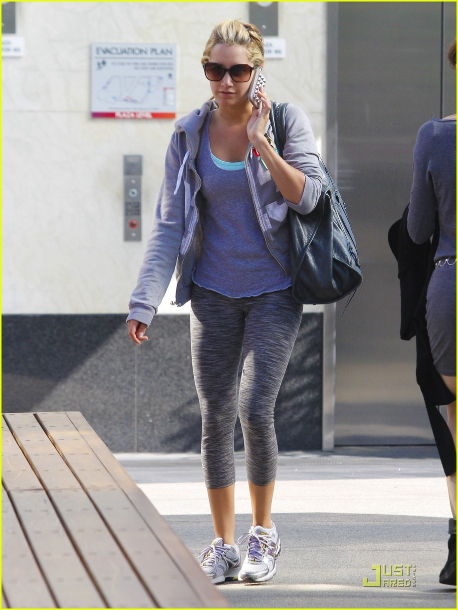 ash tisdale gray workout 17